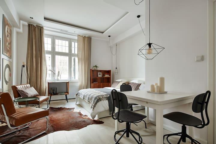 JUBI Apartments - Red No. 2