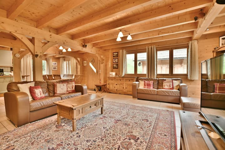 Luxury 10 bed 10 bath chalet for 20 at the foot of the slopes with wifi!