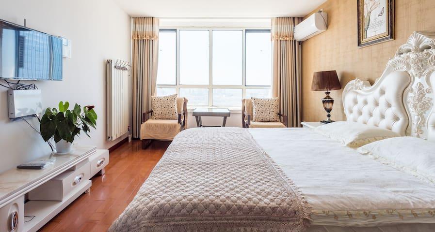 青岛YiRan温馨海景公寓-万达店