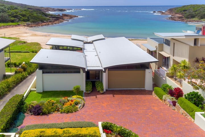 Sails on the Beachfront -  Exclusive Seaside Home