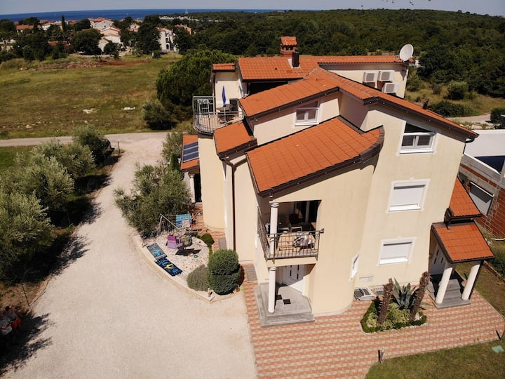 Apartments house Tomic for max 22 persons Maj Poreč / APARTMENT TOMIC 4 FOR 4 PERSONS IN MAJ POREČ