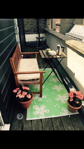 Bright studio flat in Camden Town. - London - Apartment