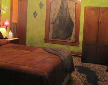 The Green Room, Elegance & Romance - Penzion (B&B)