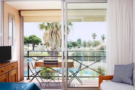 Apartment near Beach with swimming-pool