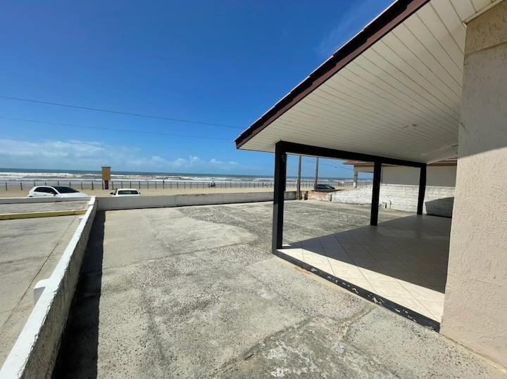 Casa à Beira Mar (Pé na areia)