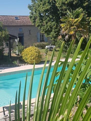 """Ô Rève Bleu"" Charmant Gîte en pierre avec piscine"