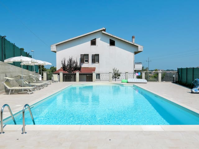 Holiday Apartment Gianni for 6 persons in Collecorvino