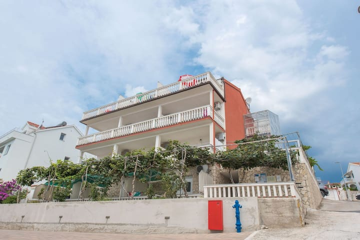 Lovely Holiday Home in in Okrug Gornji near Sea
