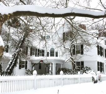 """""""Begun House"""", Historic home in Farmington Village - Farmington"""