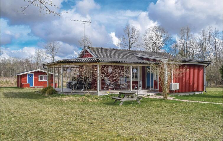 Holiday cottage with 3 bedrooms on 70m² in Färjestaden