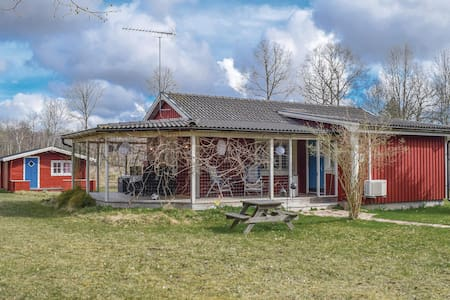 Holiday cottage with 4 bedrooms on 70m² in Färjestaden