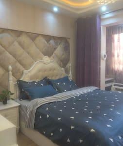 繁华社区浪漫温馨公寓房