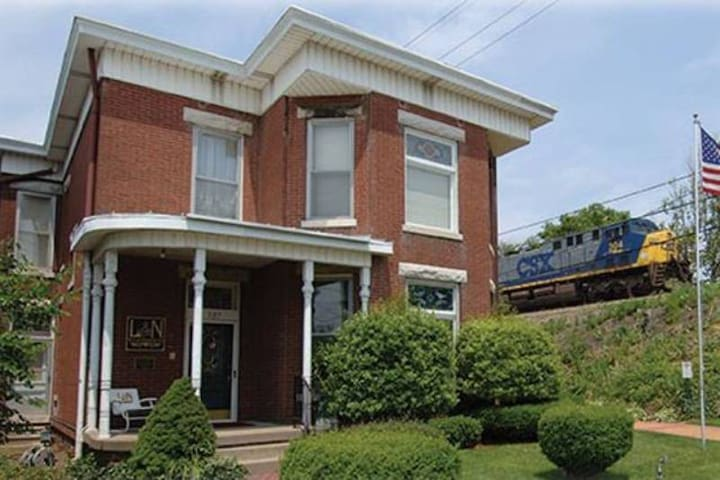 1-Audubon Mill Park-Queen Bed -L&N Bed and Breakfast
