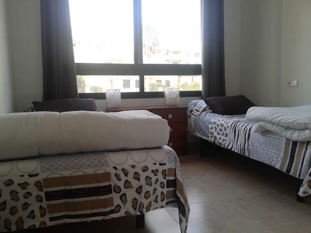 Room : 2 singles