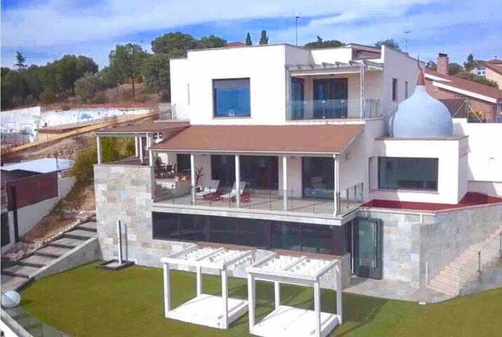 VILLA VIVA, EXCLUSIVE HOUSING IN ARROYOMILINOS