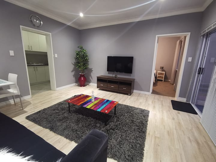 Modern Cozy Apartment in De Tijger, Parow