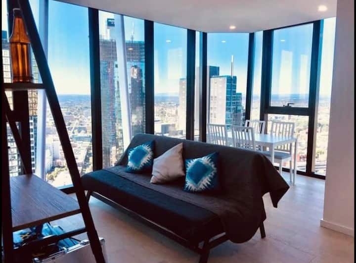 Private bedroom in an amazing apartment CBD