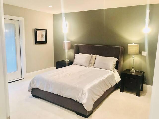 ROOM 2- MASTER BEDROOM /PRIVATE BATHROOM/BALCONY