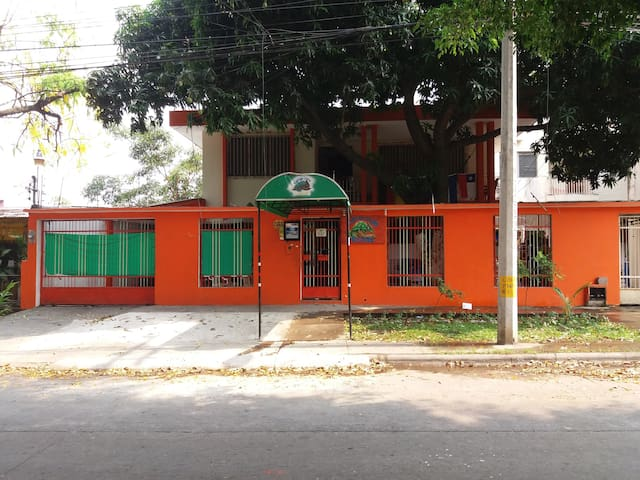 Hotel Tamarindo Hostel, zona muy segura