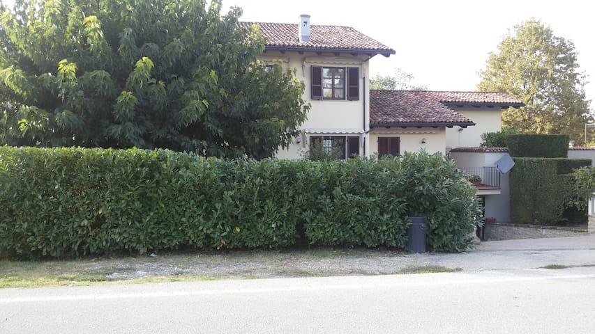 Villino Il Gelso, ampio,tranquillo,con parcheggio - Barbaresco - Adosado