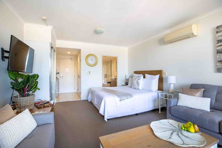 King size or two single bed to enjoy your view.