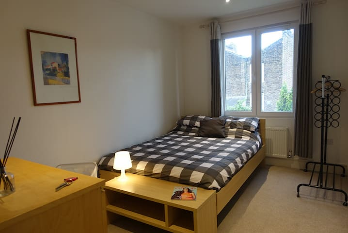 En-Suite Room by New Cross Station 10 mins to City
