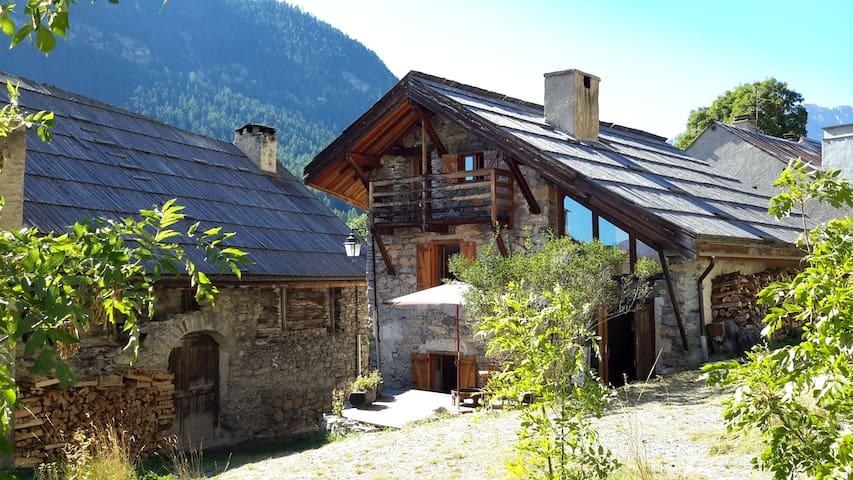 Belle maison voûtée en Clarée tout confort - Névache - Huis