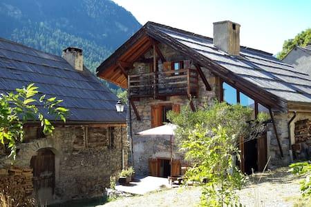 Belle maison voûtée en Clarée tout confort - Névache - House