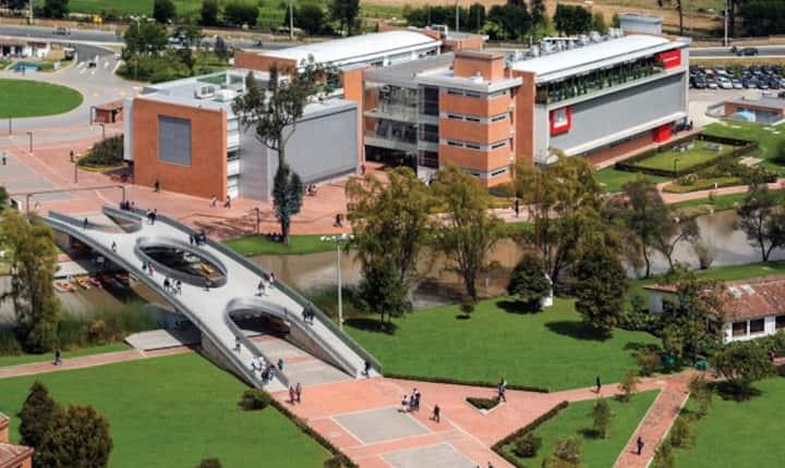 Cerca Universidad de la Sabana y  clínica Marly