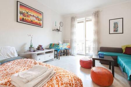 Room in Trastevere w/prvt balcony!!