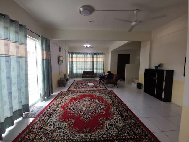 Cozy Townhouse@Jamsari House