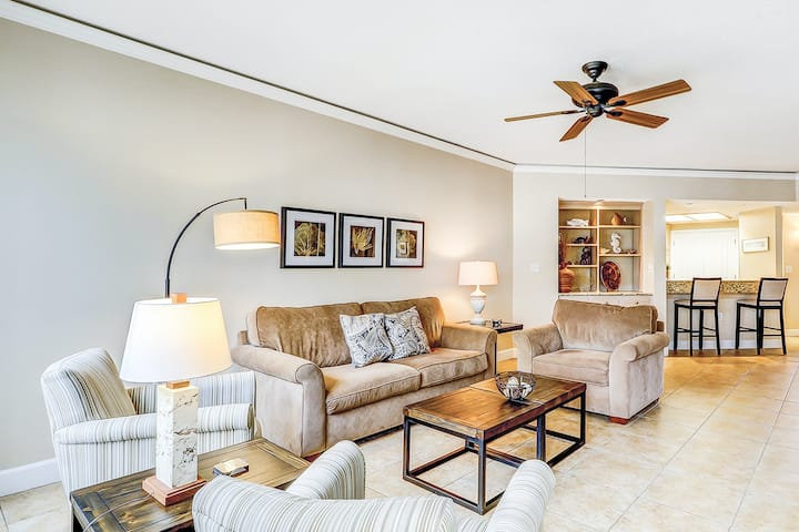 New listing! Waterfront condo w/ shared pool, hot tub, & beach access