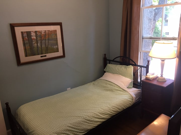 Charlottetown Backpackers AnneX -Single Private