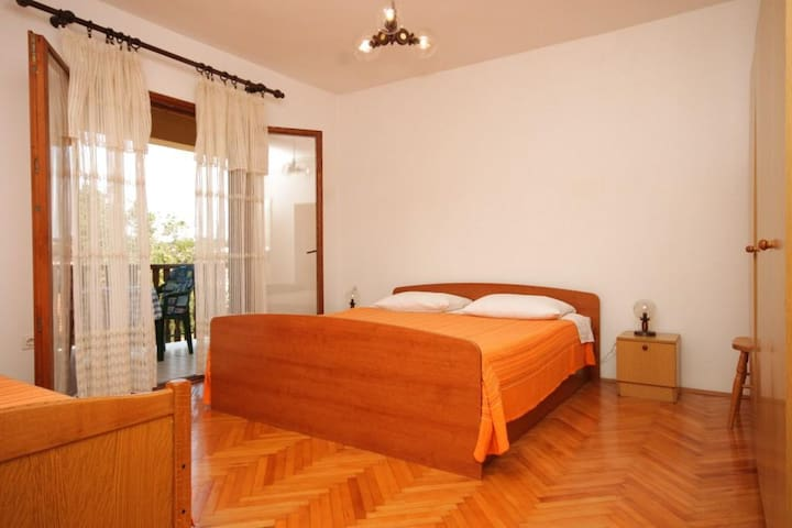 One bedroom apartment with balcony and sea view Sali (Dugi otok) (A-454-c)