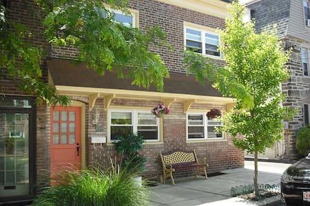 Anam Cara Furnished Apartments - Philadelphia