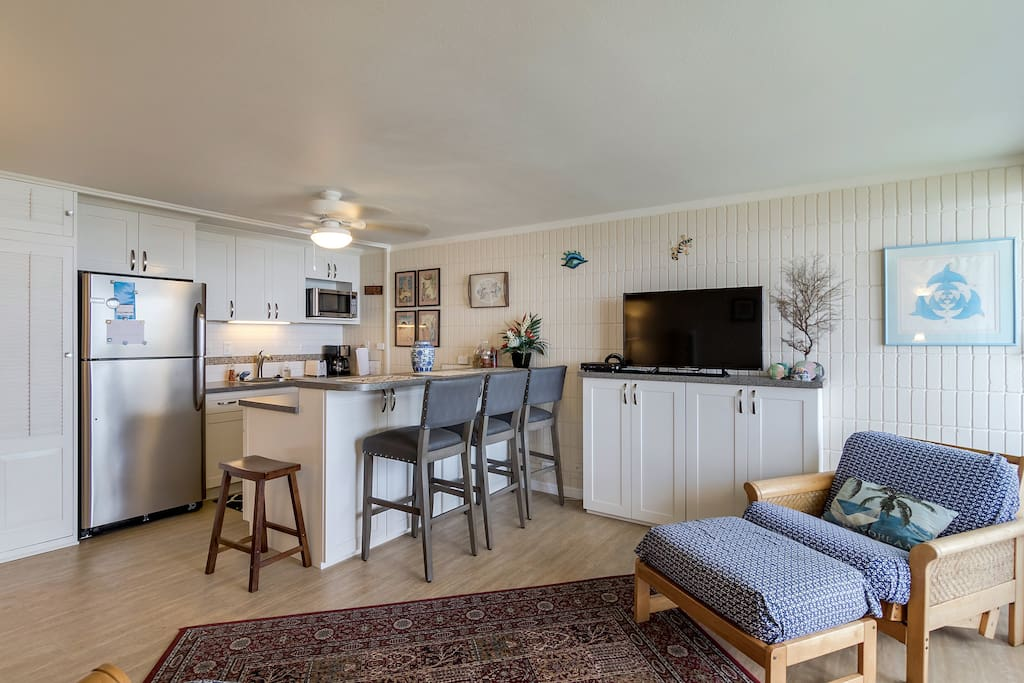 Open living area so everyone can relax together (Unit 604)