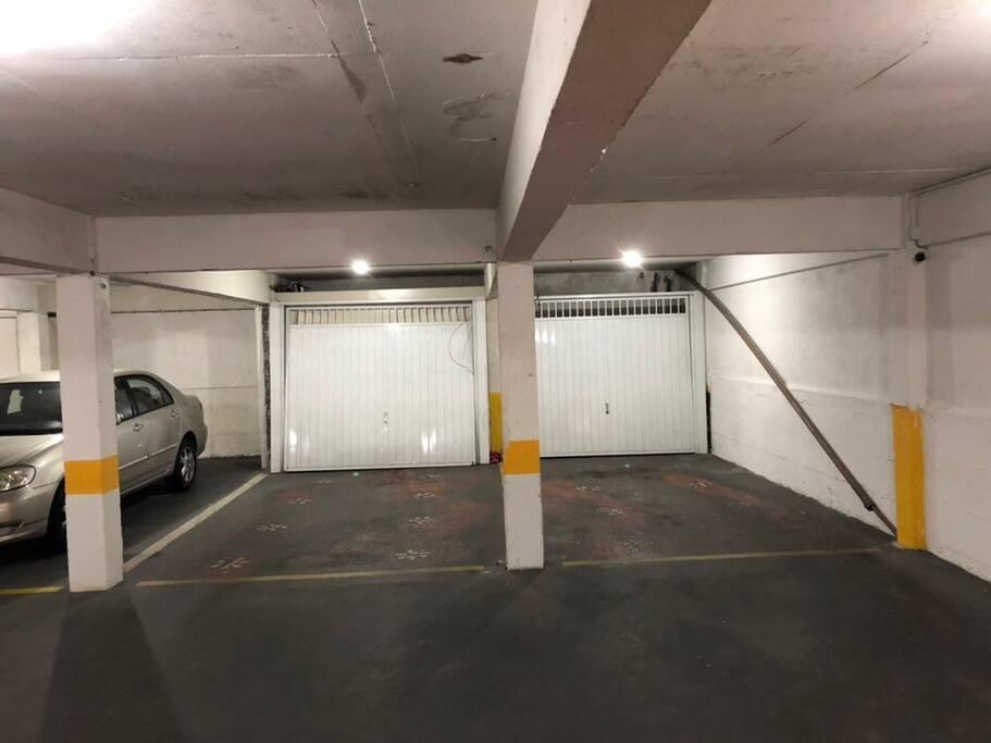 Duas vagas de garagem