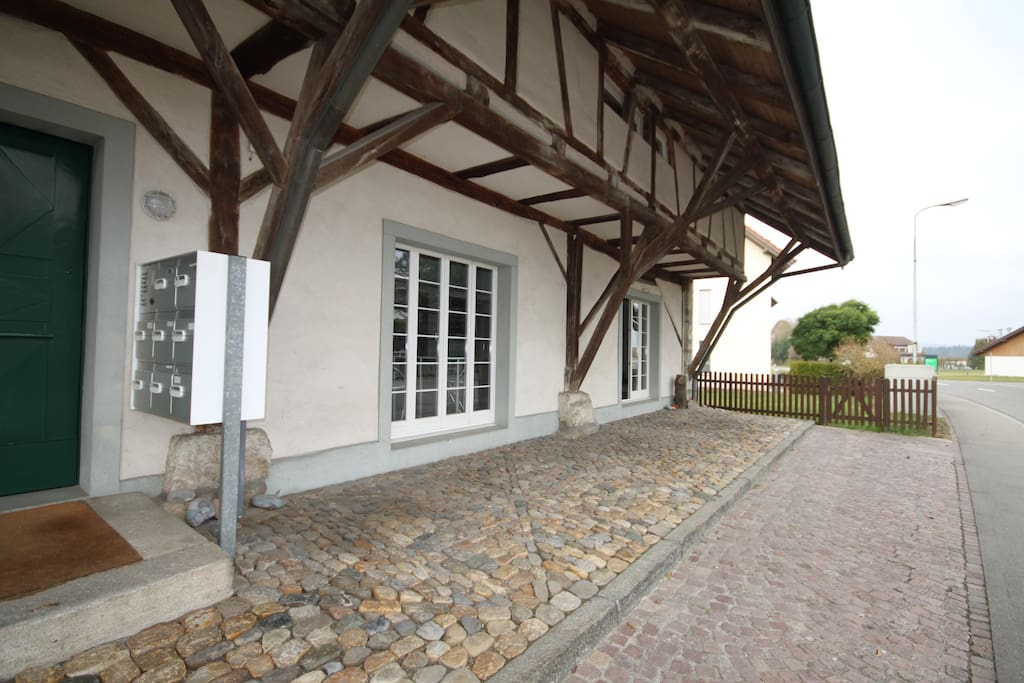 kleine wohnung ca 40qm raumh he 3 5 m rustikal wohnungen zur miete in w renlingen aargau. Black Bedroom Furniture Sets. Home Design Ideas
