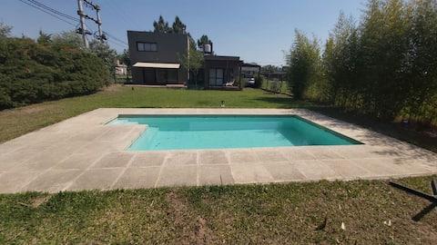 Casa con piscina in un ambiente verde e tranquillo