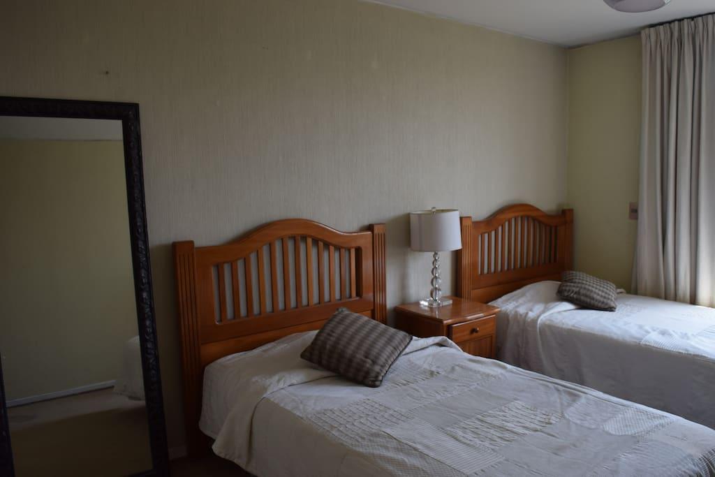2 camas de plaza y media. 2 single and a half comfortable beds.
