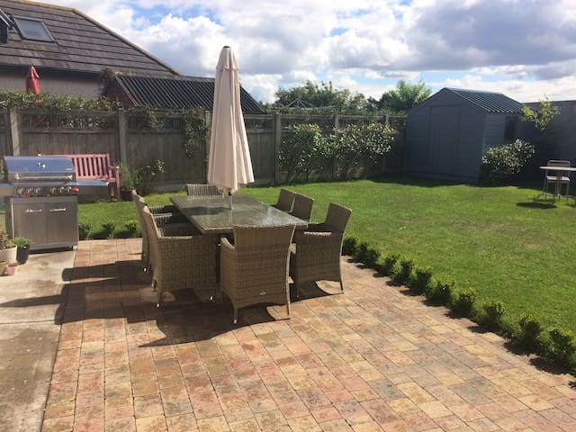 Family Home, Drogheda - garden, trampoline and BBQ
