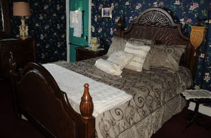 Susquehanna Manor Single Room
