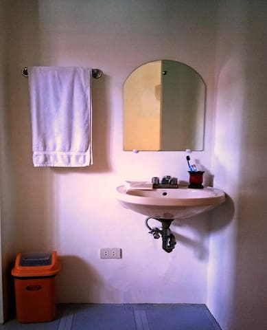 Palompon / Kalanggaman, Liezel B&B. Private Room A