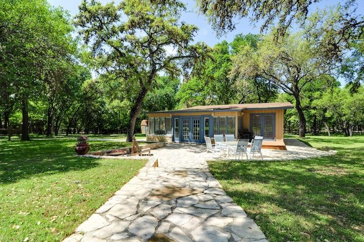 Villa Encino-- Country living in busy San Antonio
