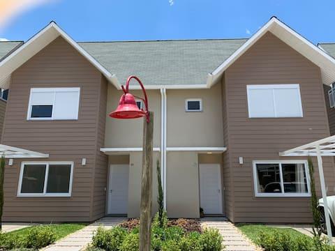 Casa linda e nova - Condomínio Fechado