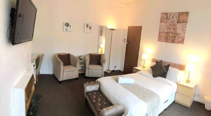 Cosy, private room within walking distance to town