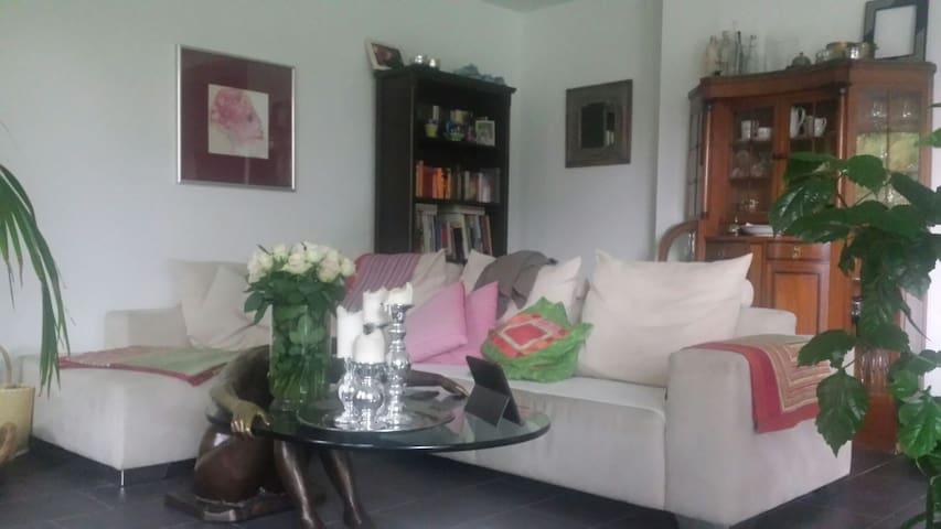Zimmer in moderner Wohnung - Jever - Lägenhet