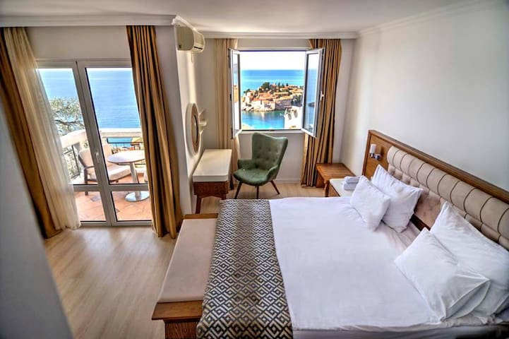 Hotel Adrovic studio with Sea View