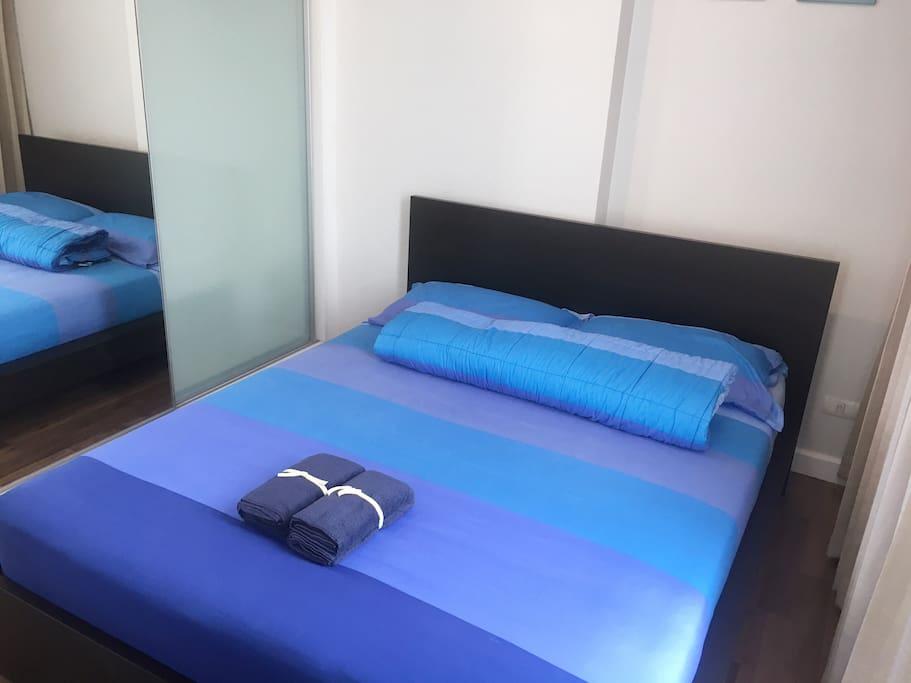 主卧超级大床房