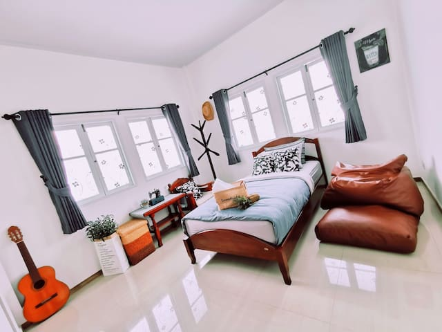 ✔Room number 03 (**Air con+Private bathroom**) 1 Single Bed